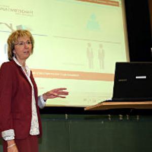 Isolde Krahle stellte die Website des Arbeitskreises vor. (Foto: IHK Nürnberg/Kurt Fuchs)