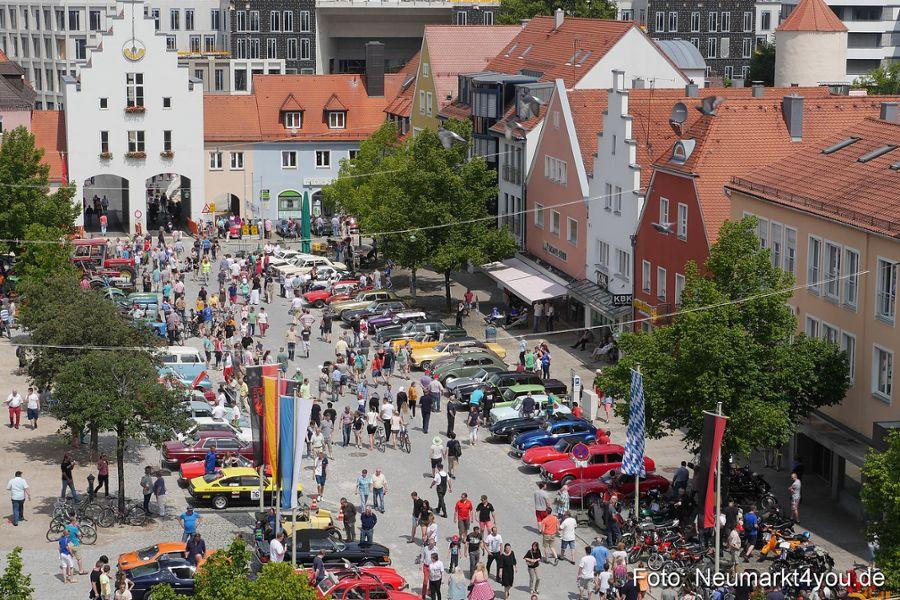 Seit 2009 zieht das Oldtimertreffen unzählige Besucher nach Neumarkt – Bild: neumarkt4you.de