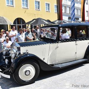 Die Ausfahrt ist jedes Jahr der Höhepunkt des Neumarkter Oldtimertreffens – Bild: neumarkt4you.de