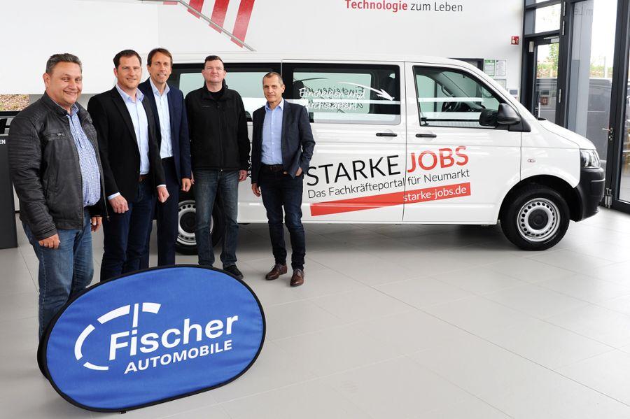 V. l. n. r.: Peter Wernig (Auctores GmbH), Oliver Schlierf, Thomas Betz (Fischer Automobile), Bernd Hofmann (Landratsamt Neumarkt) und Karl Weigl (Auctores GmbH). Bild: Martin Herbaty
