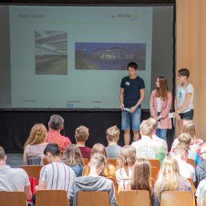 Schüler des Neumarkter Willbald-Gluck-Gymnasiums berichten von ihren Erfahrungen. (Bild: Christoph Gabler)